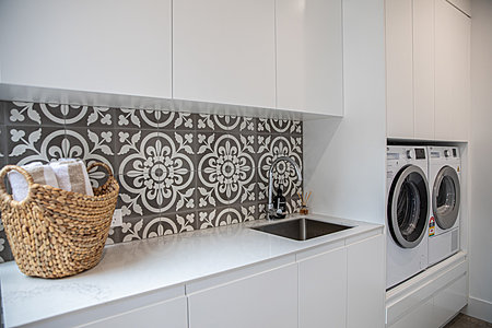 Euro Kitchen with build in washer & dryer