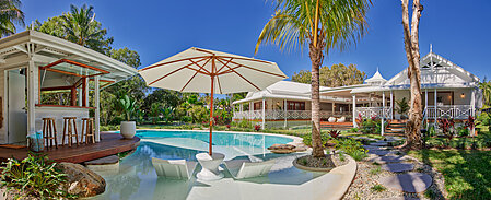 Renovated Federation Home with Resort Style Pool and Cabana